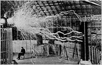 """Con el inminente inicio de la II Guerra Mundial la prensa se hizo eco del proyecto del """"Rayo Mortal"""" de Tesla, un pulso electromagnético de tal potencia que sería capaz de derribar una flota de 10.000 aviones situada a 400 kilómetros de distancia."""