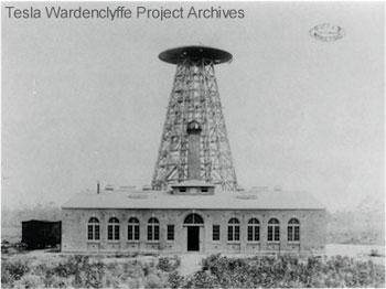 Utilizando una enorme torre de más de 60 metros de alto llamada Wardenclyffe Tower o Torre de Tesla éste intentó demostrar que era posible enviar y recibir información y energía sin necesidad de utilizar cables.