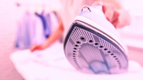 Revise la superficie de la plancha: debe estar siempre limpia para transmitir el calor de manera más uniforme.