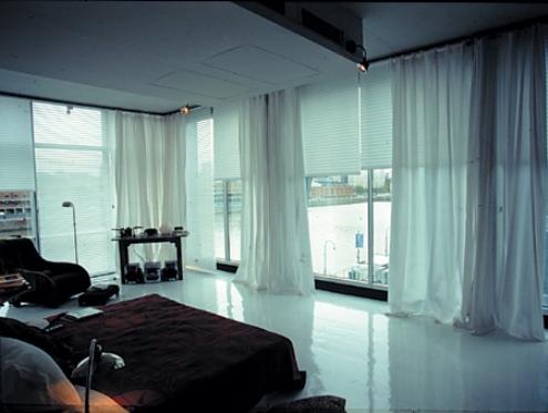 Utilice colores claros en las cortinas.