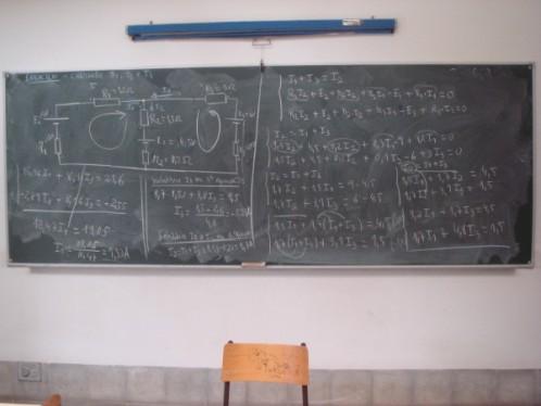 En circuitos complejos, así como en aproximaciones de circuitos dinámicos, se pueden aplicar utilizando un algoritmo sistemático, sencillamente programable en sistemas de cálculo informatizado mediante matrices.
