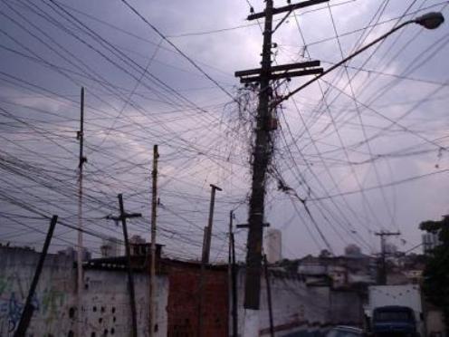 Tienen que ver con la estructura de la red y los elementos de transmisión, transformación y distribución así como con el sistema de medición de energía utilizado y se dan producto de la operación normal del sistema.