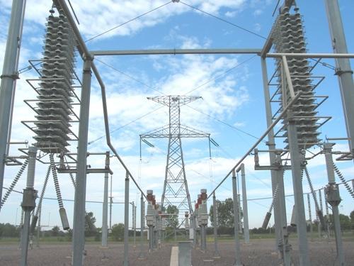Cuanto más compleja es la malla de interconexiones del sistema, tanto más difícil es su control. Interrupciones del servicio eléctrico que parecen de poca importancia, pueden crecer en cascada y afectar a grandes áreas.