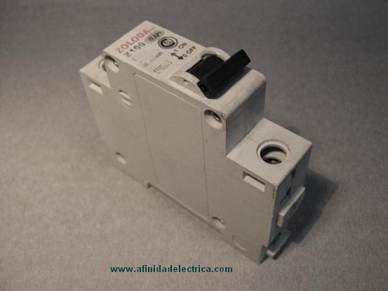 El interruptor termomagnético,  llave térmica  o breaker es un aparato utilizado para la protección de los circuitos eléctricos contra cortocircuitos y sobrecargas.