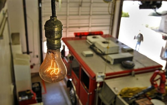 En el cuartel de bomberos número 6 de Livermore, California, se encuentra una bombita de luz que está encendida desde el año 1901.