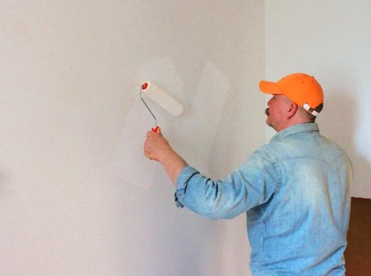 Use colores claros y brillantes en las paredes, techos y pisos. La luz se refleja en ellos y así se requiere menos energía para iluminarlos.