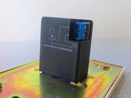 Es el tipo de automático más económico por tener los circuitos de control y de potencia unificados.
