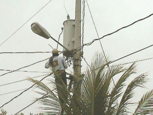 Estas conexiones provocan desperfectos en la propia red eléctrica y causan problemas de tensión que pueden generar problemas en los electrodomésticos provocando accidentes graves así como posibles incendios.