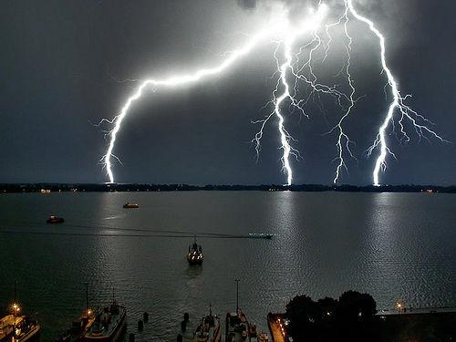 Adelantó una posible teoría de la botella de Leyden, defendió la hipótesis de que las tormentas son un fenómeno eléctrico y propuso un método efectivo para demostrarlo.