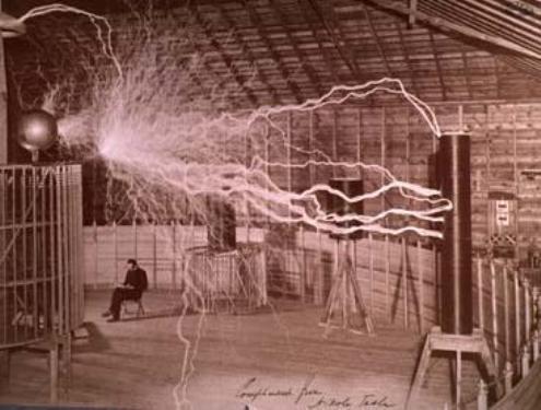 La central del Niágara había nacido a fines del siglo XIX en la mente de un niño serbio llamado Nikola Tesla, quien leyó en la escuela una descripción de las cataratas y se imaginó una rueda hidráulica que aprovechara su tremenda energía.