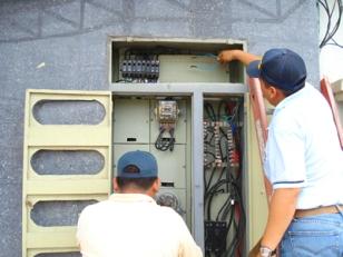 Ecuador: Más negocios sancionados por hurto de energía.