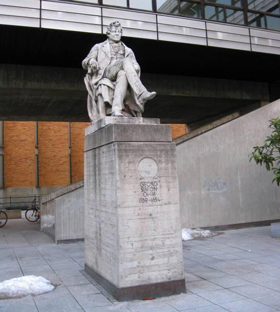 Ohm aceptó, y con ello prosiguió sus estudios en matemáticas leyendo los trabajos de los avanzados matemáticos franceses de la época, como Laplace, Lagrange, Legendre, Biot y Poisson así como los de Fourier y Fresnel.