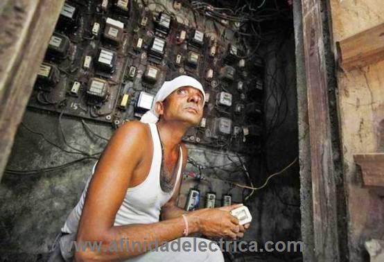 Las pérdidas de energía eléctrica son comunes e inherentes a las compañías de electricidad; se tornan en un problema muchas veces grave cuando éstas rebasan ciertos límites lógicos.