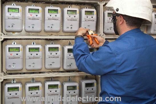 Las compañías de electricidad de todo el mundo tienen una alta incidencia de robos de energía eléctrica por parte de los consumidores que utilizan diversos mecanismos.