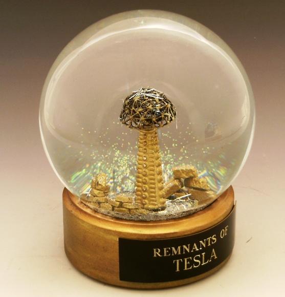 """Muchos le atribuyen la invención de la cámara Kirlian; hay quien ofrece los planos de un receptor de energía gratis, o explica la influencia de la """"filosofía védica"""" sobre Tesla."""
