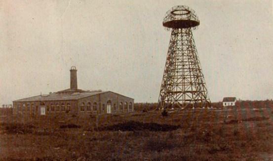 Fundó su propia empresa, la Tesla Electric Co., que dejó algunas ganancias. Pero los inversores se quedaron con todo y se vio obligado a cerrar.