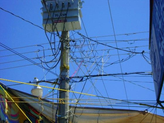 Durante el año 2008 se han presentado interrupciones en el servicio eléctrico venezolano y la probabilidad de que ocurra durante los siguientes años se ha incrementado debido a diversos factores, entre los que destacan los climáticos