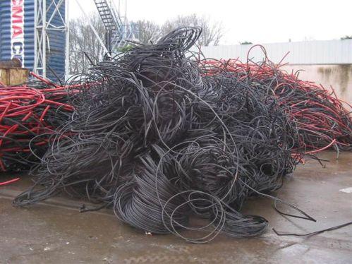 La suspensión de exportaciones de desechos de cobre es una de las soluciones a un problema.