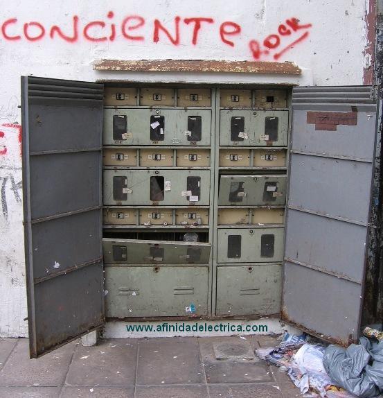 Un comerciante del barrio de Belgrano deberá realizar donaciones benéficas y hacer trabajos comunitarios durante un año y medio por haber robado electricidad.