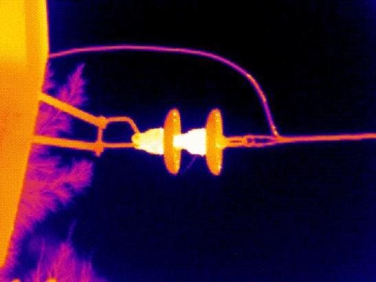 Llevando un control de la temperatura en los diferentes colores del espectro encontró que mas allá del rojo, fuera de la radiación visible, la temperatura es mas elevada y que esta radiación se comporta de la misma manera desde el punto de vista de refracción, reflexión, absorción y transmisión que la luz visible.