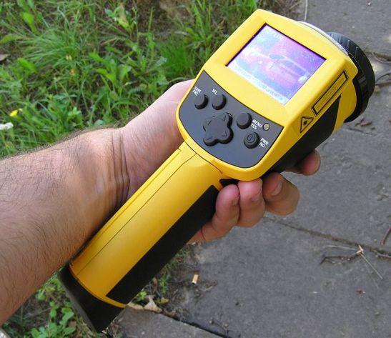 """La cámara de infrarrojos es una herramienta muy útil para obtener fácilmente imágenes térmicas de gran precisión, para detectar los """"puntos calientes"""" y detectar las futuras averías,"""