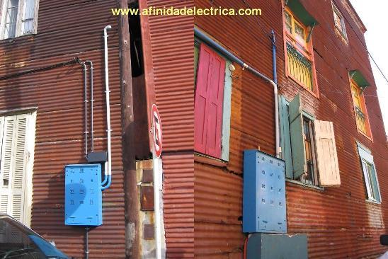 Estos gabinetes instalados en La Boca se han  fijado con varillas roscadas pasantes y tuercas de 3/8.