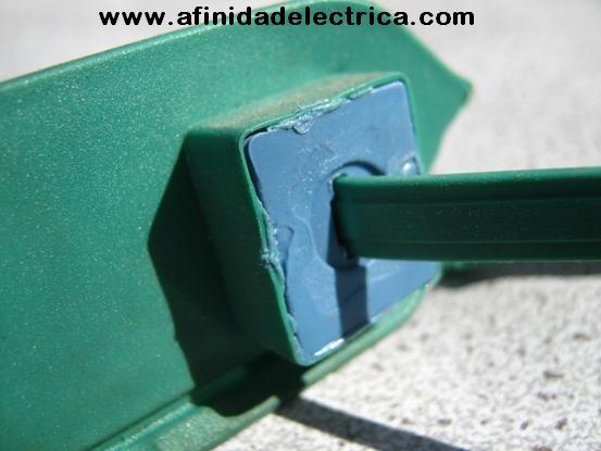Partes del sistema de cierre reparadas: Se verificara que el precinto se encuentre sin sus  partes pegadas, soldadas o selladas.
