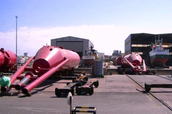 Cada una de las tres estructuras alberga a su vez tres generadores independientes de 250 KW.