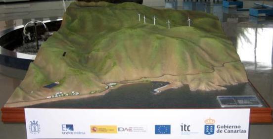 El proyecto tiene como objetivo el diseño, desarrollo y construcción de un sistema hidroeólico capaz de cubrir el 100% de la demanda eléctrica en la isla de El Hierro.
