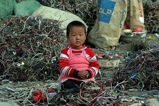 Aunque en 2000 China prohibió la importación de desechos electrónicos, eso no suspendió el comercio.
