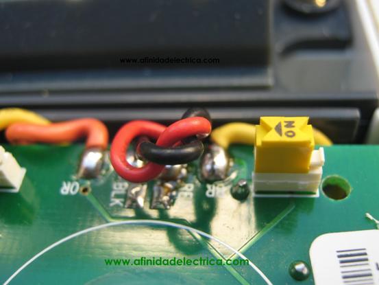 Con estos conductores se realizan las conexiones eléctricas entre bornes de entrada y salida del medidor con los circuitos de medición y la fuente de alimentación del equipo.