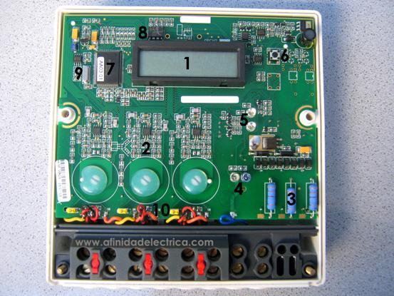 Una vez retirada la tapa observamos el frente de la placa de circuito impreso.