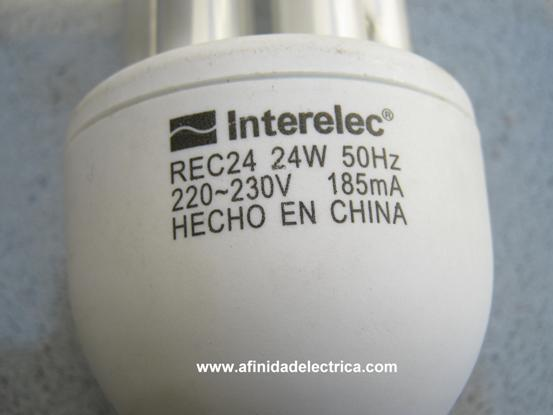 Para la selección de la lámpara y el tubo a utilizar se debe verificar que la potencia del tubo no exceda a la indicada en la base de la lámpara de bajo consumo.