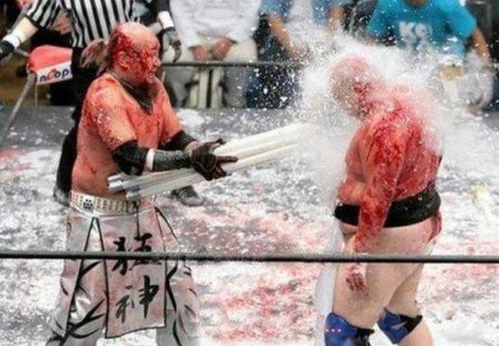 La promoción siguió los pasos de organizaciones como Frontier Martial-Arts Wresting e International Wrestling Association of Japan, que popularizaron el violento, duro y sangriento estilo de lucha conocido como deathmacht.