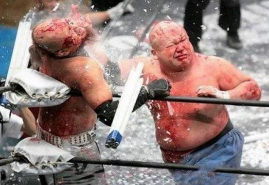 Este tipo de combate ultraviolento creado por la Big Japan Pro Wrestling fue rápidamente difundido alrededor del mundo por diferentes ligas donde cada una le aportó sus propios condimentos.