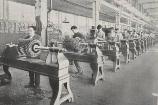 Donde la electricidad no se desarrolló como un todo y se intentó el uso individual de los diferentes inventos aislados unos de otros, apareció un atraso tecnológico importante: Inglaterra, Francia o España.