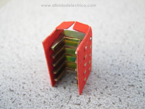 Aquí se observa el detalle de uno de los módulos apagachispas una vez retirado del interruptor: