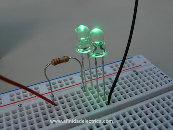 Quedando el circuito montado como se exhibe en la siguiente imagen: