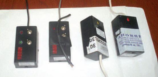"""Las personas que se ha prestado a adquirir y aceptar la instalación de este aparato le han puesto la """"cajita mágica"""", porque funciona con una especie de magnetismo que hace más lentos a los medidores o contadores eléctricos sin que los verificadores puedan notarlo."""