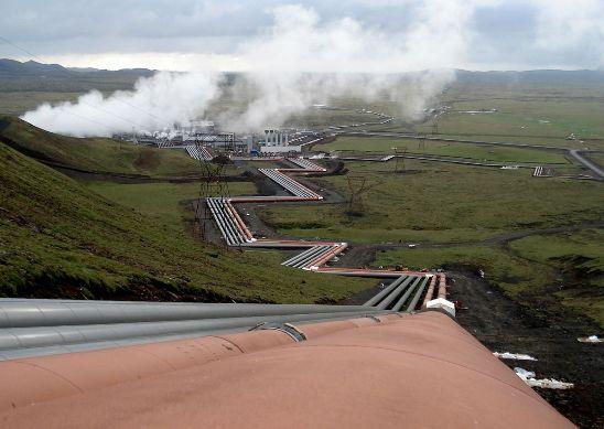 Según Jonathan Koomey, profesor de la Universidad de Stanford, la energía necesaria para el funcionamiento y la refrigeración de los millones de servidores del mundo es equivalente a la que requirieron catorce estaciones eléctricas de mil megavatios en 2005.