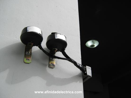 Son comunes en alumbrado público o también en empresas e industrias activando lámparas por la tarde/noche, aunque comienzan a utilizarse con mayor frecuencia en residencias.