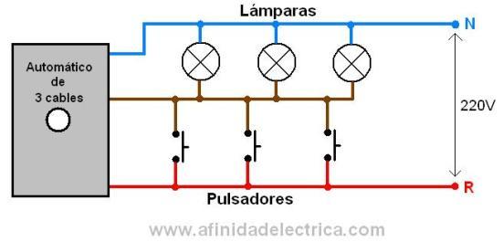 El automático de tres cables también tiene los circuitos de control y de potencia unificados por lo que igualmente presenta el problema de desgaste de contactos de los pulsadores.