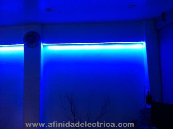 Otra aplicación típica y con la que se obtienen bellos efectos decorativos es la instalación de tiras de LEDs en gargantas, molduras y cavidades en techos y paredes.