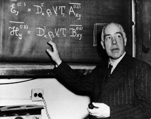El siglo de los átomos.