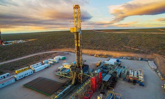 Neuquén, puerta de entrada a la desértica y ventosa Patagonia, conoce el poder del dinero que trae el petróleo.