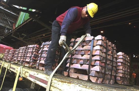 Pero esa no es toda la historia. Además de menos conductivo, el aluminio es tres veces más liviano que el cobre. Como resultado de esto, el cobre y el aluminio tienen cada uno sus propias áreas de aplicación.