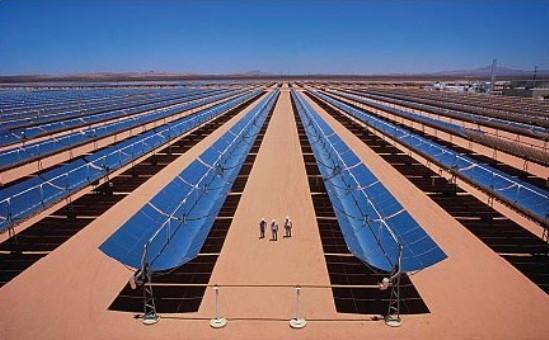 Los científicos afirman que aprovechar el Sahara sería especialmente eficaz dado que la luz del sol en esa zona es más intensa: los paneles fotovoltaicos solares (PV) en el norte de África podrían generar hasta tres veces la electricidad generada por paneles similares en el norte de Europa.
