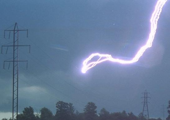 Diariamente en el mundo se producen unas 44.000 tormentas y se generan mas de 8.000.000 de rayos según el sistema de detección mundial de meteorología.