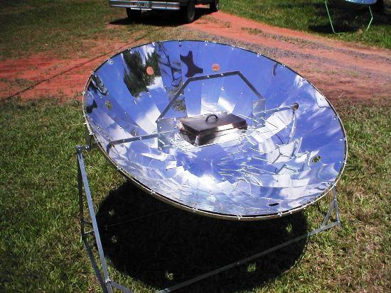 Después hice la cocina solar con parabólicas concentrando un foco de luz, luego la moto que fue la tercera en el mundo en el año 90.