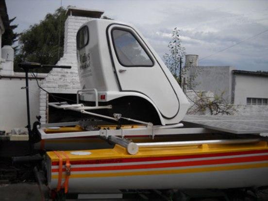 Pero Vallejo, que ya tiene su propia marca registrada –Vallejo, cuál iba a ser– acaba de estrenar su invento más reciente, un catamarán que culminó en diez años y con el que proyecta hacer una travesía histórica.